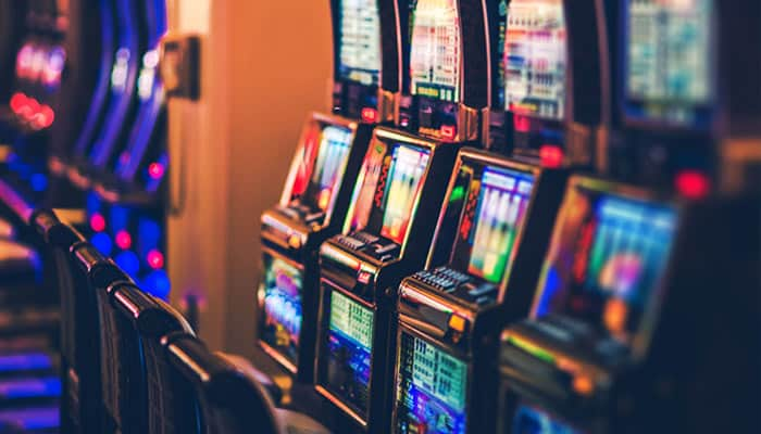 Play slot machines with fixed payouts